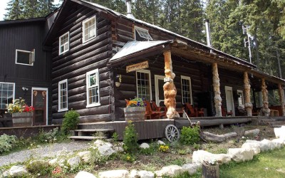 One World Trips - Beaverfoot Lodge | Golden, Canada